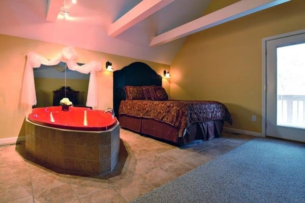 Heart Shaped Tub And Bed