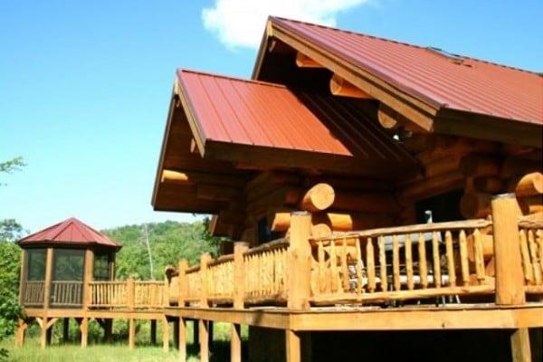Cabin: Large Logs; Beautiful Deck