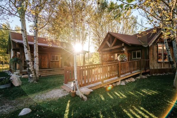 Rendezvous Cabin - Exterior