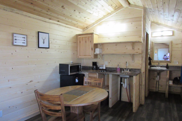 Drift Lodge Cabin - Kitchenette