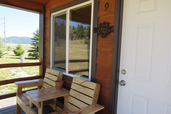 Drift Lodge Cabin - Porch