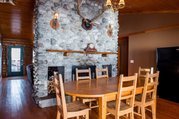 Four Cabin - Dining