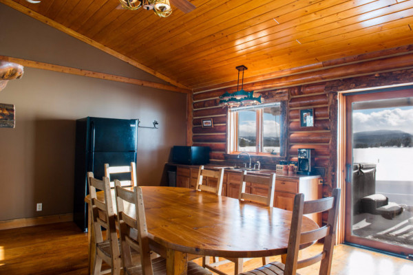 Four Cabin - Dining 2