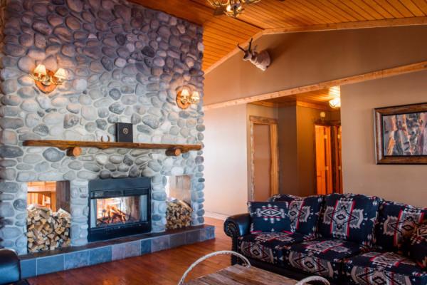 Four Cabin - Living Room