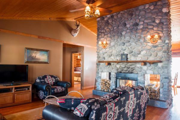 Four Cabin - Living Room 2