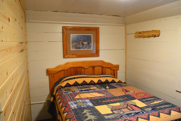 Madison Cabin 10 - Bed 1