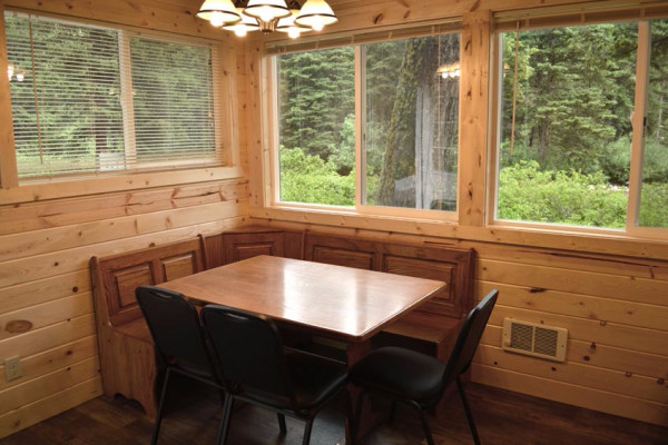 Madison Cabin 10 - Dining