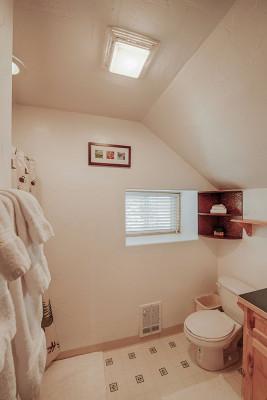 Absaroka Cabin - Bath 3