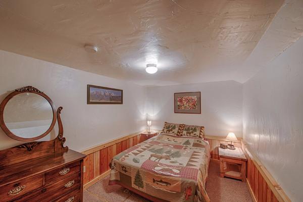 Absaroka Cabin - Bed 1