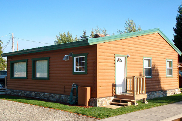 West yellowstone montana cabin rentals getaways all for Yellowstone log cabin hotel