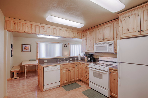 Gallatin Cabin - Kitchen
