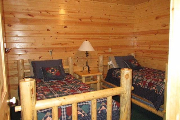 Lakeside Luxury Cabin - Bed 3