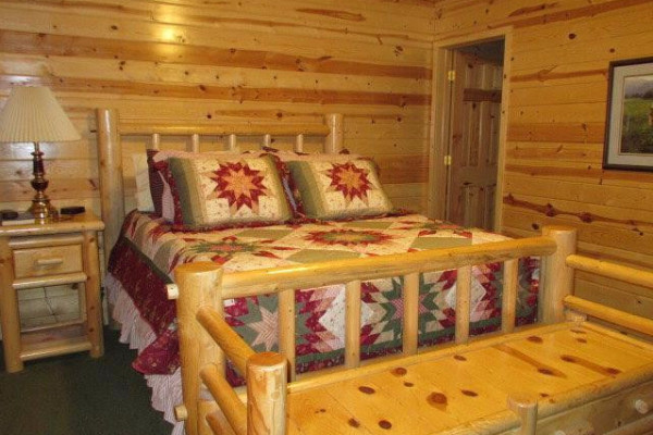 Lakeside Luxury Cabin - Master