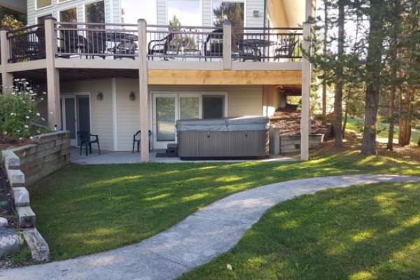 Lakeside Luxury Cabin - Yard