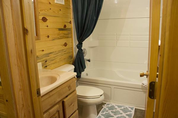 Lakeside Cabin - bath