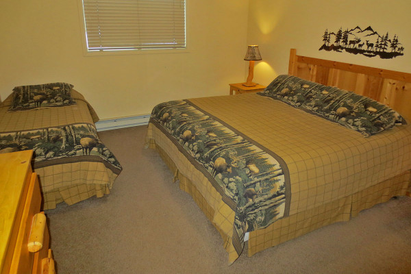 Bedroom - King & Twin Beds