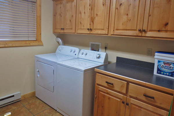 Utility Room Washer & Dryer