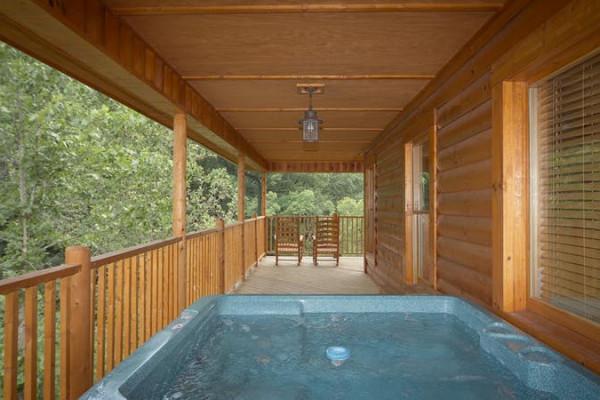 Deck w/Hot Tub