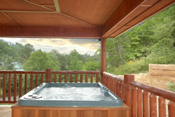 Outdoor Deck w/Hot Tub