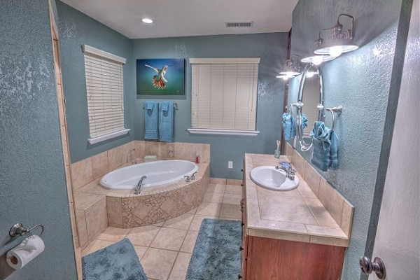 Luxury Tub & Bathroom