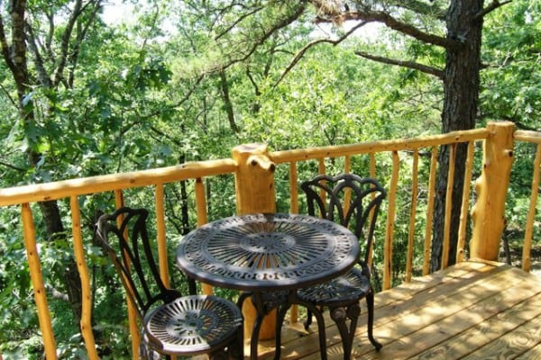 Book towering pines treehouse eureka springs arkansas for Tree house cabins arkansas