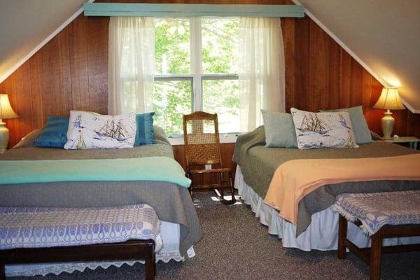 Bedroom with 2 Queens