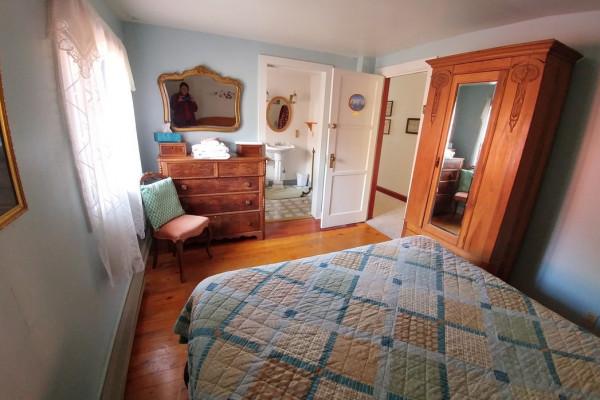 Bedroom with Queen