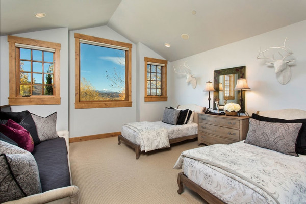 Guest Bedroom with Twins and Trundle