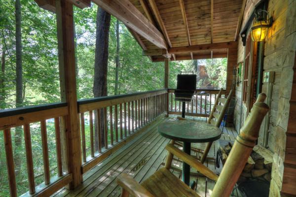 Deck, Grill & Views