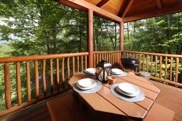 Grill & Outdoor Table