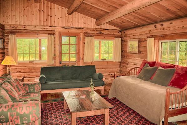 Cissy Cabin - Sitting Area