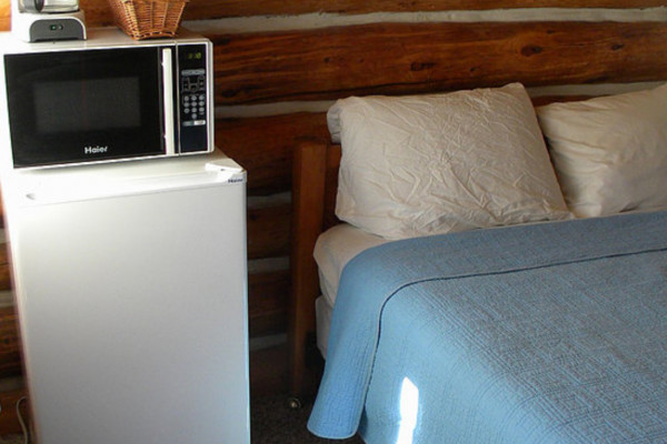 Cabin #5 microwave and fridge