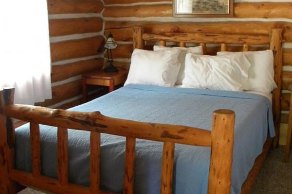 Cabin #5 Queen Bed