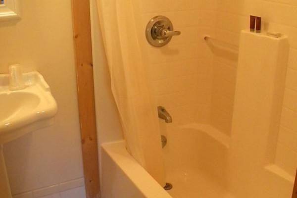 Cabin #6 Bath