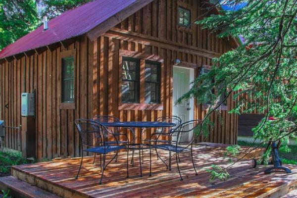 Book silver falls cabin north yellowstone montana all for Northeast ohio cabin rentals