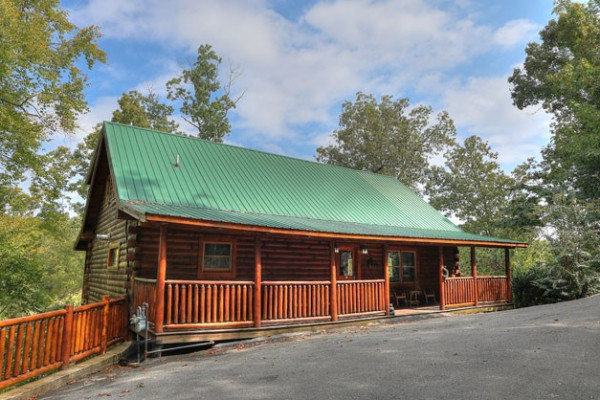 Book great bear lodge 4121 pigeon forge tennessee all for Mountain view cabins pigeon forge tn