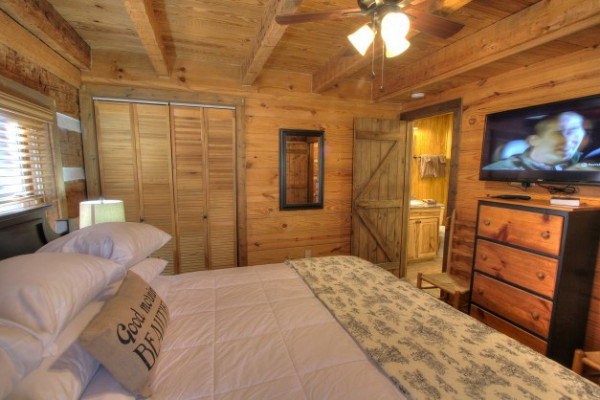 Book a time place to relax 5062 pigeon forge for Bedroom with attached bathroom designs