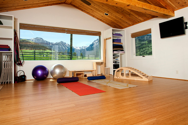 Yoga & workout room