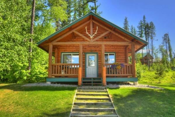 Cabin Exterior & Entrance