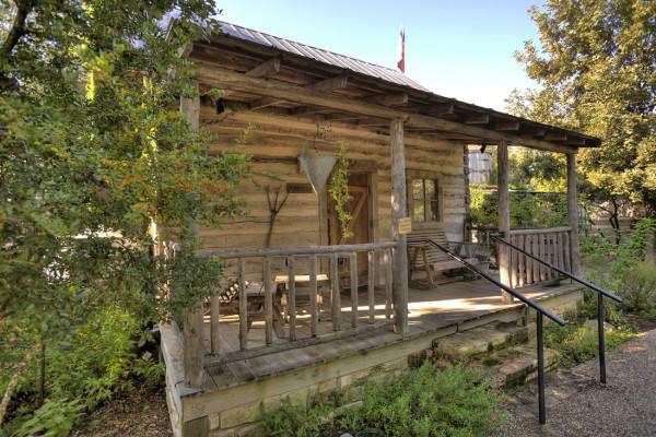 Fredericksburg texas cabin rentals getaways all cabins for Cabin rentals fredericksburg tx