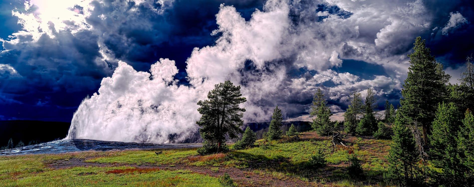 West Yellowstone - Old Faithful Geyser Yellowstone National Park