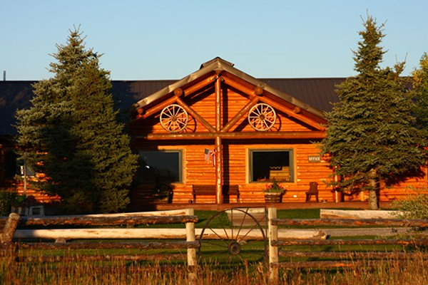 Book deluxe cabin jackson hole wyoming all cabins for Cabin rentals in jackson hole wy